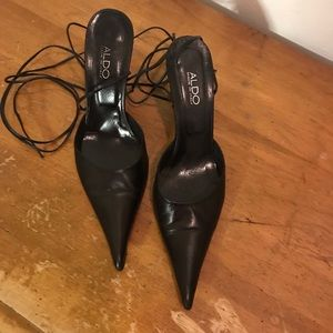 ALDO Pointy Toed Heel with wrap around tie Size 8